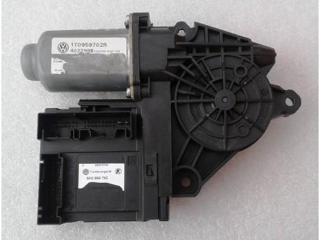 motorek stahování oken pravý přední Octavia 2 5K0959792